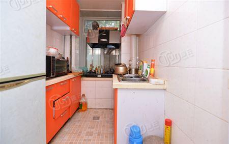 新河里-厨房