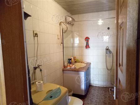 荣泰公寓-卫生间